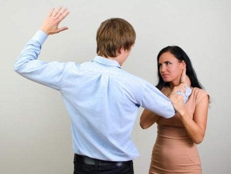 Schmerzensgeld für Ohrfeige durch Vorgesetzten oder Arbeitgeber?