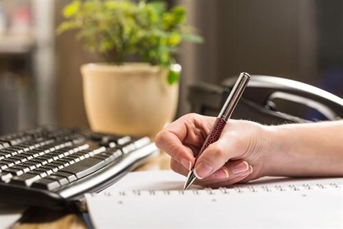 """Die betriebliche Übung wird auch als Gewohnheitsrecht"""" bezeichnet."""