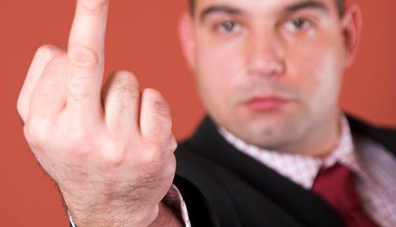 Vorgesetzter mit Mittelfinger beleidigt - Abmahnung