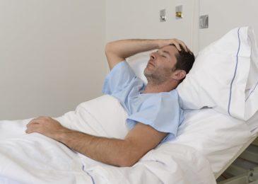 Fristlose Arbeitnehmerkündigung wegen Vortäuschens einer Krankheit und Genesungsverzögerung