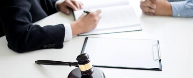 Aussetzung eines arbeitsgerichtlichen Verfahrens bis zur Beendigung eines Strafverfahrens