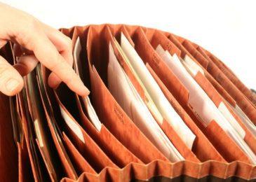 Anspruch auf Entfernung einer Abmahnung aus der Personalakte sowie Anspruch auf Zeugnisberichtigung