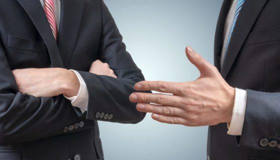 Fristlose Arbeitnehmerkündigung - beharrliche Arbeitsverweigerung – Tätlichkeiten unter Kollegen