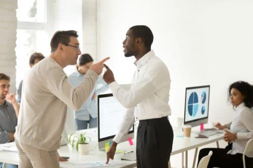 Kündigung wegen Tätlichkeit gegenüber einem Kollegen – Abmahnung/verhaltensbedingte Kündigung?