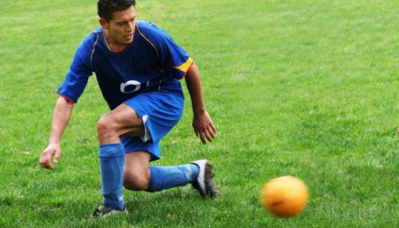 Fußballspielen während Arbeitsunfähigkeit – fristlose Kündigung