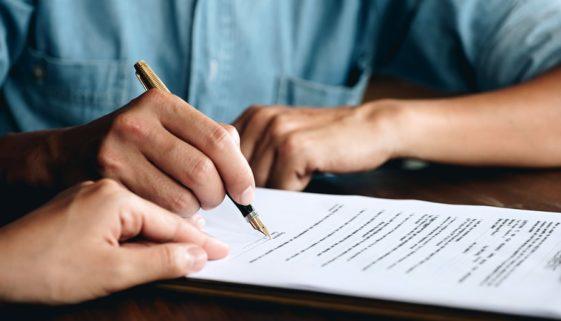 Versetzungsklausel im Arbeitsvertrag – Zuweisung geringwertiger Tätigkeiten