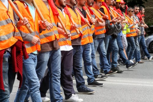 Streik in Form einer Betriebsblockade- - Unterlassungsanspruch