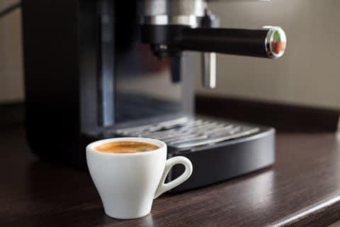 Fristlose Kündigung bei Betrieb eines Kaffeeautomaten am Arbeitsplatz – Strom- und Wasserdiebstahl