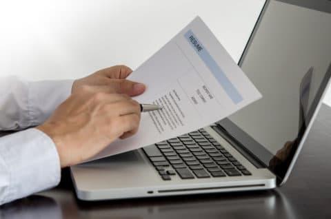 Vergütungsanspruch bei Einforderung und Berichtigung eines Arbeitszeugnisses