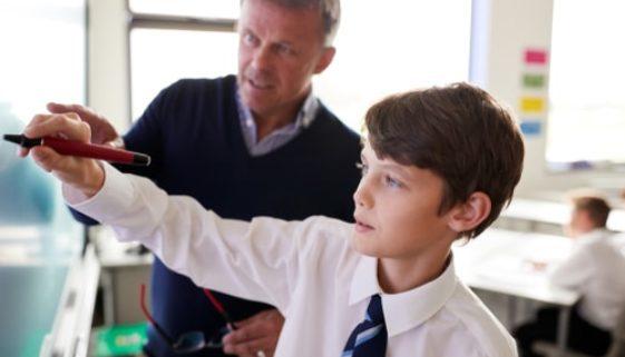 Sittenwidriges Arbeitsentgelt eines Lehrers an einer Privatschule