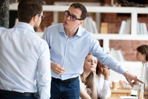 Fristlose Kündigung wegen Beleidigung von Geschäftsführer und Arbeitskollegen