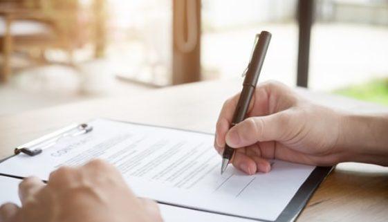 Arbeitgeberkündigung - eigenhändige Unterschrift im Sinne des § 126 Abs 1 BGB
