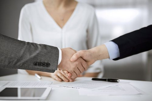 Mündlicher Abschluss eines Dienstvertrags eines GmbH-Geschäftsführers - Rechtswegzuständigkeit