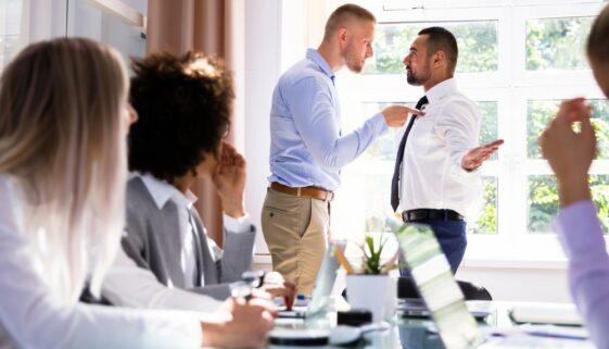 Schmerzensgeld wegen Rangelei unter zwei Arbeitskollegen
