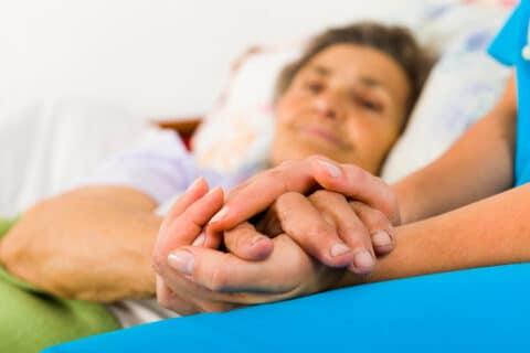 Gesetzlicher Mindestlohn für Pflegekräfte aus dem Ausland