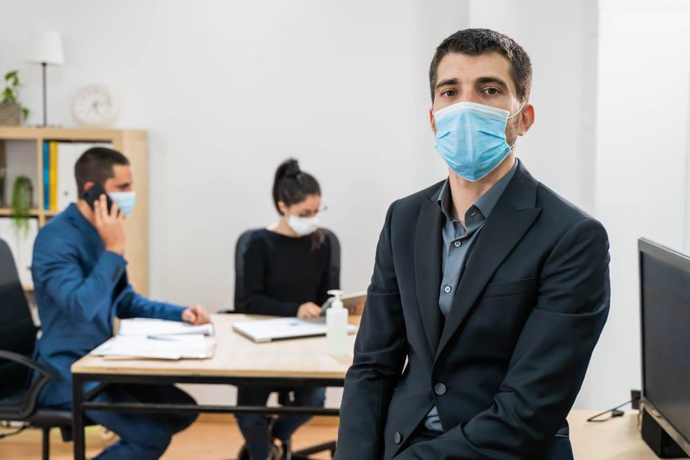Anordnung einer Mund-Nase-Bedeckung - Direktionsrecht des Arbeitgebers