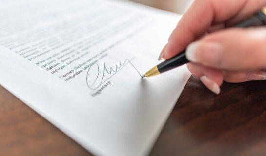 Kündigungserklärung – Anforderung an Unterschrift – Abgrenzung zur Paraphe